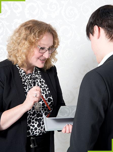 Christine Leben im Beratungsgespräch für ein Projekt im Interimsmanagement